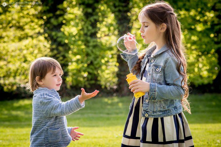 Детская фотосессия в дворцовом парке в Германии